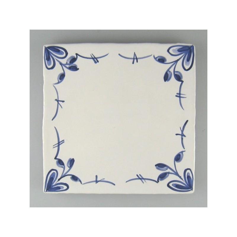Nostalgi fire-blomst håndmalet dekoration på enkelt flise