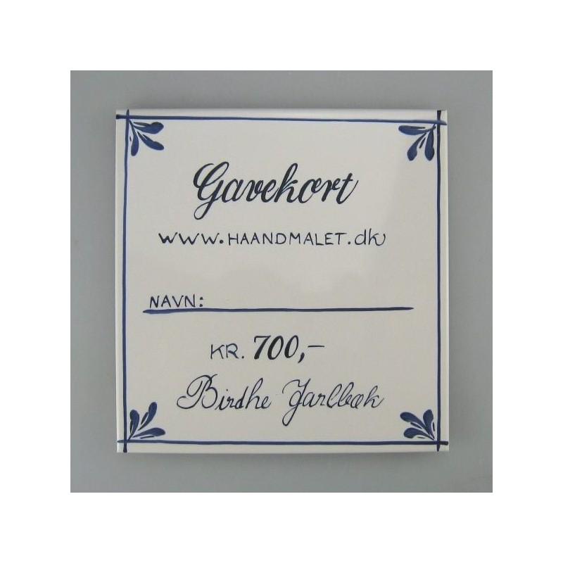 Gavekort ide - 700 kr. - skrevet på en håndmalet flise