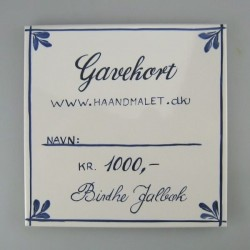 Gavekort på 1.000 kr. skrevet på en håndmalet flise