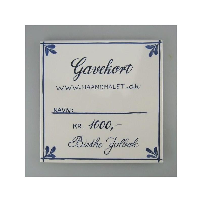 Gavekort på 1.000 kr. skrevet på en håndmalet flise eller et kort med et blomstermaleri