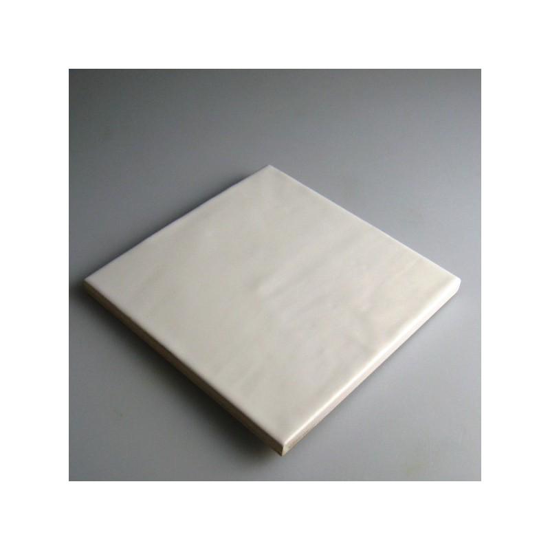 13,2 x 13,2 cm hvid flise / kakkel med let bølget overflade