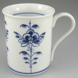 Håndmalet tekrus eller kaffekrus uden navn (model C) med dekoration Nostalgi