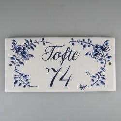 Firkantet navneskilt i porcelæn med håndmalet dekoration Nostalgi