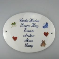 Familieskilt med navne og symboler i porcelæn - specialopgave