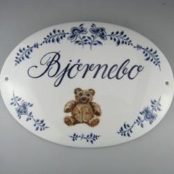 Bamse skilt - Bjørnebo skilt i porcelæn med håndmalet dekoration