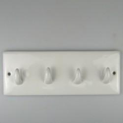 Nøglebrædt med fire kroge i hvidt porcelæn
