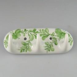 Håndmalet knagerække med tre knager i porcelæn - dekoration med to sommerfugle