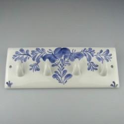 Håndmalet knagerække med fire knager i porcelæn og dekoreret med sommerfugle motiv