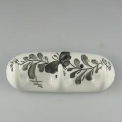 Håndmalet nøgleknage med tre knager i porcelæn - dekoration med en enkelt sommerfugl