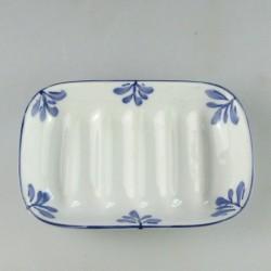 Sæbeskål i porcelæn med håndmalet bladmotiv