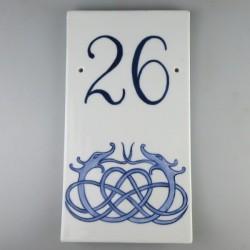 Husnummer og viking ornament i håndmalet porcelæn