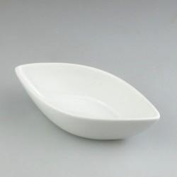 Lille bådformet serveringsskål i hvidt porcelæn til appetizers, tapas, delikatesser, smagsprøver og salt