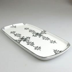 23 x 11,5 cm - Lille serveringsfad / tapasfad i håndmalet porcelæn med sort Nostalgi-mønster