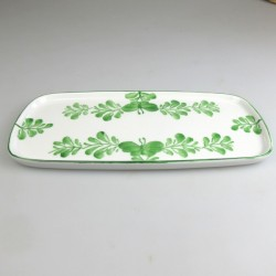 23 x 11,5 cm - Lille serveringsfad / tapasfad i håndmalet porcelæn med grønt Sommerfugle-motiv