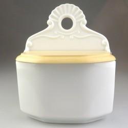 Saltkar væghængt i hvidt porcelæn