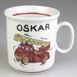 Håndmalet børnekrus med navn og en brandbil (model A)