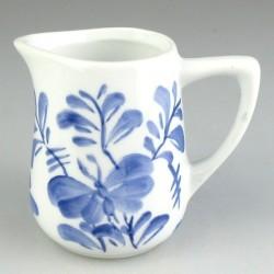 Håndmalet flødekande i porcelæn - 1 dl - med blåt Sommerfugle-mønster