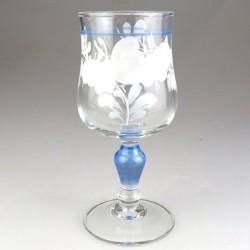 Hvid Sommerfugl-dekoration på lyreformet hvidvinsglas