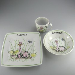 Børnestel / dåbsgave med navn i håndmalet porcelæn med motiv Struds og æg der klækker