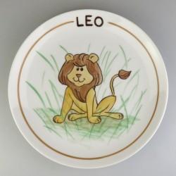 Flad rund børnetallerken med navn og en løve
