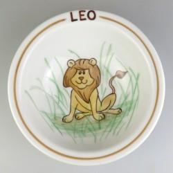 Dyb rund børnetallerken med navn og en løve