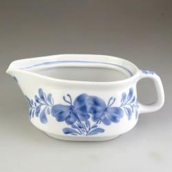 Sovsekande / saucekande i håndmalet porcelæn med sommerfuglemotiv