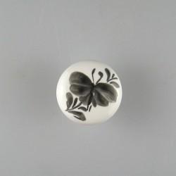 Sommerfugl på blad - håndmalet dekoration på porcelænsknop / procelænsgreb