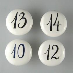 To håndmalede tal på porcelænsknopper / keramikgreb