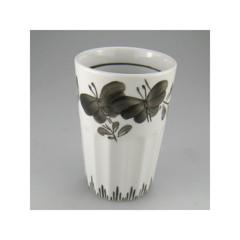 Stort håndmalet krus uden navn (model D) og dekoration Sommerfugl