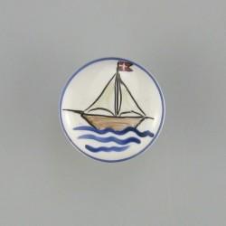 Porcelænsgreb med et skib som motiv til børneværelset