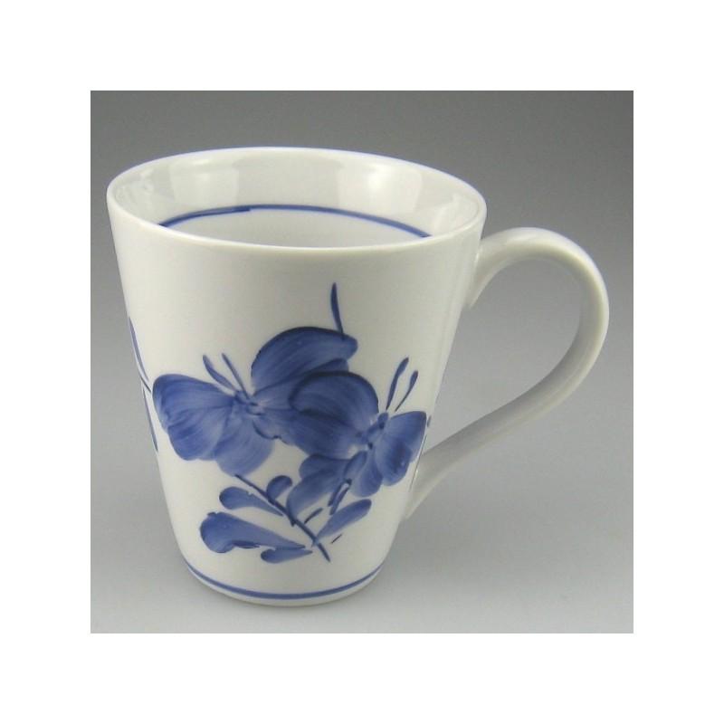 Håndmalet kaffekrus eller tekrus (model E) med dekoration Sommerfugl