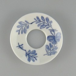 Lysmanchet i håndmalet porcelæn med dekoration Sommerfugl