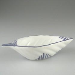 Lille håndmalet soya-skål af porcelæn med græsmønster