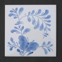 Sommerfugl enkel, højre - håndmalet dekoration på enkelt flise